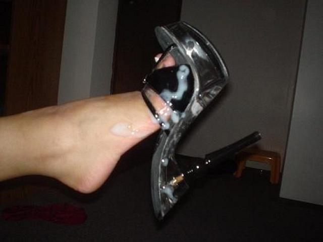 foto-spermi-na-obuvi